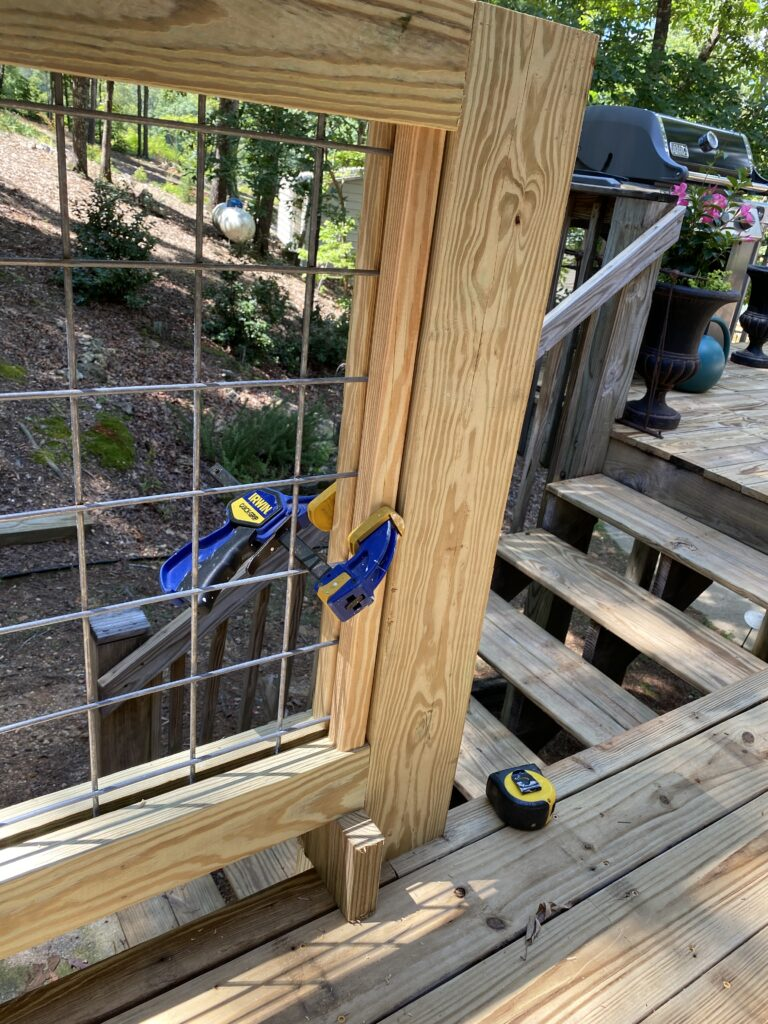Picture of: Diy Hog Wire Deck Railing