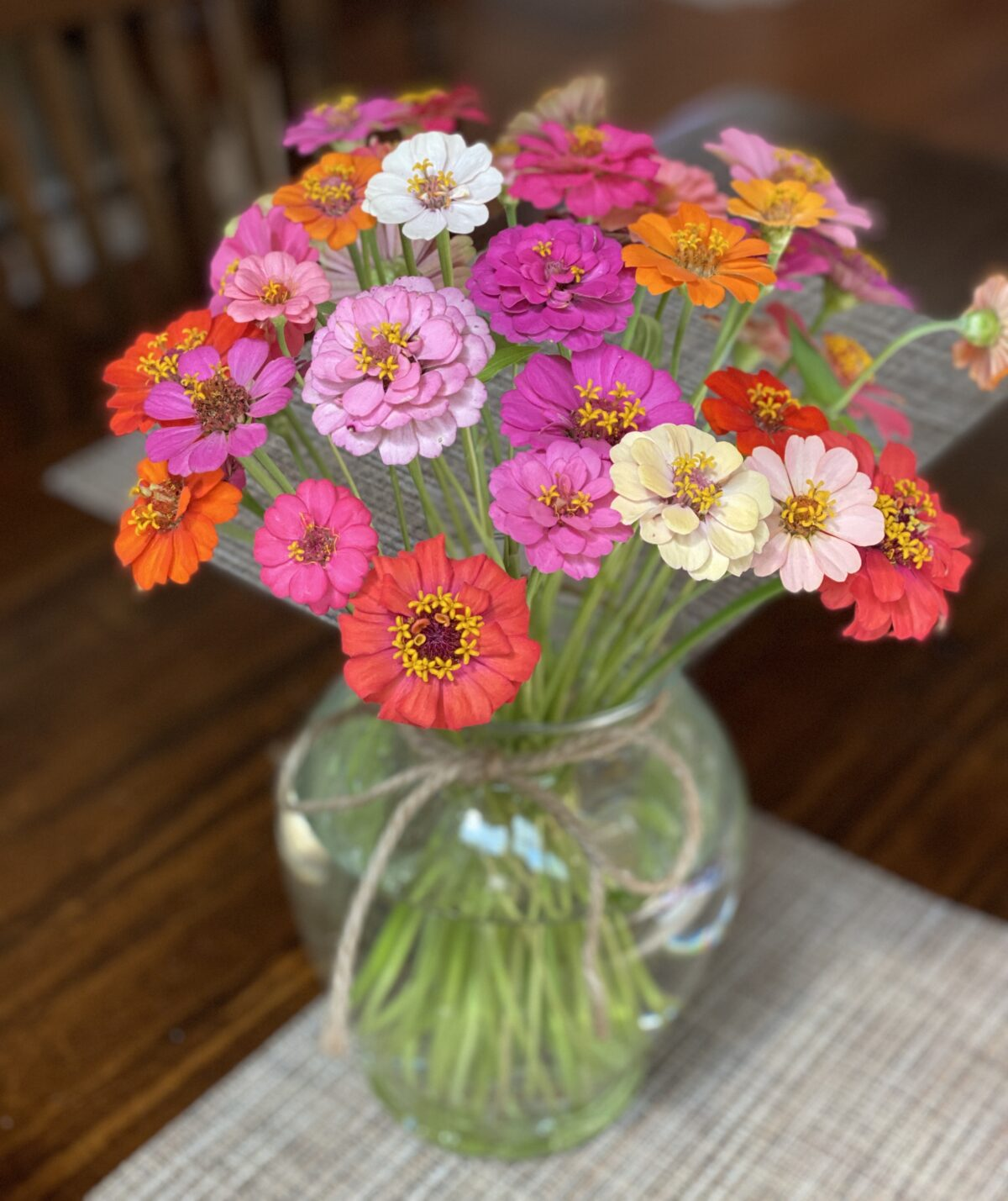 How to Arrange Zinnias (or any fresh cut flowers) in a Vase and Other Ideas