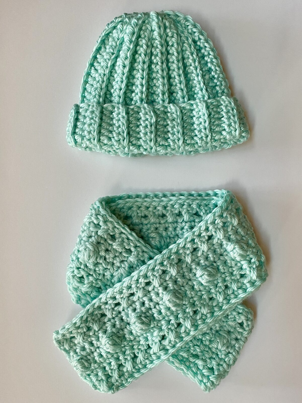 How to Crochet an Adult Beanie and Scarf